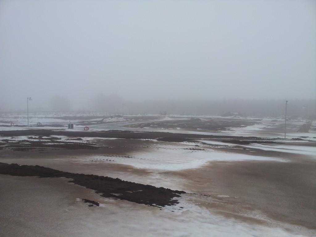 Det ser mærkeligt ud med alt den beskidte sne!