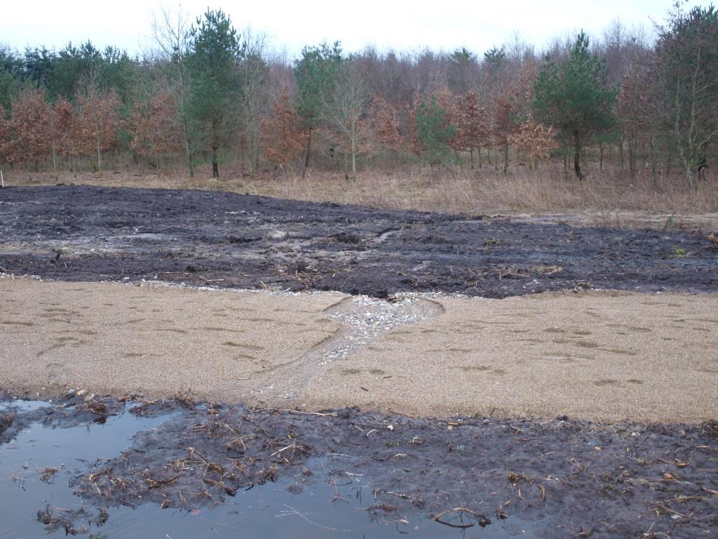 Overfladevandet har fundet vej gennem stien et par enkelte steder.