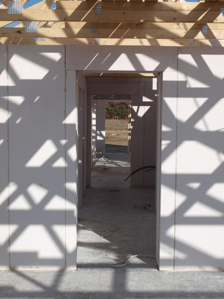 Kigget fra garagen og hele vejen ud gennem stuen fungerer efter hensigten.