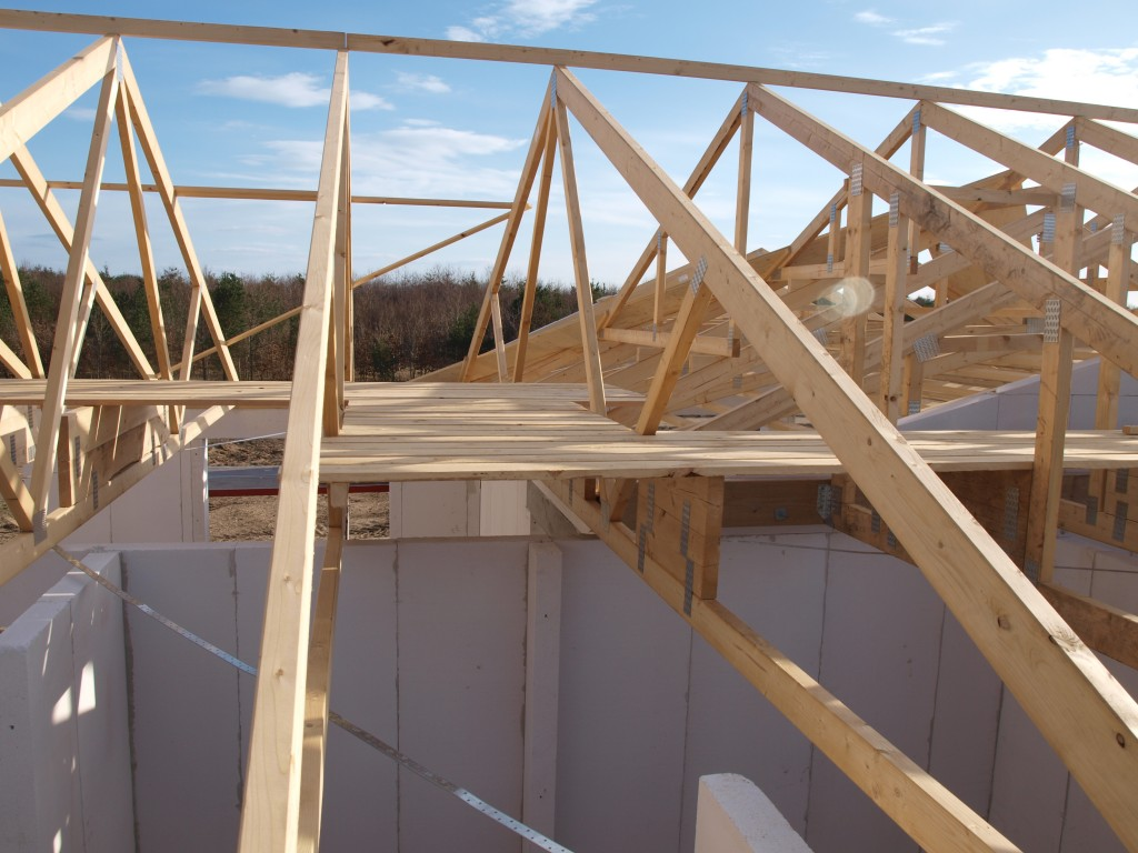 Gangbroen på loftet er ført bagom vinklen - en rigtig god ting, men den ende af loftet bliver nok næppe anvendt til opbevaring.