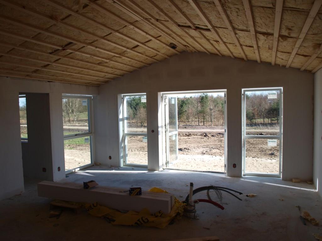 Køkkenet med dørene til terassen åbne