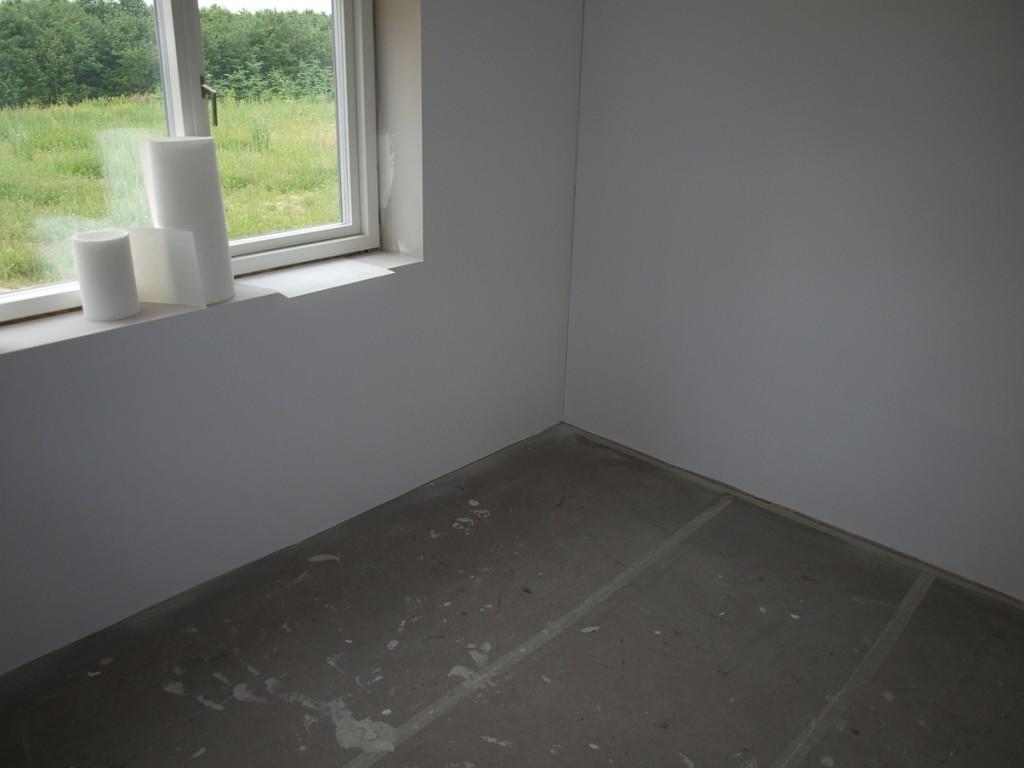 Spot en dåse! Ikke engang ved at banke på væggen kunne jeg finde den.
