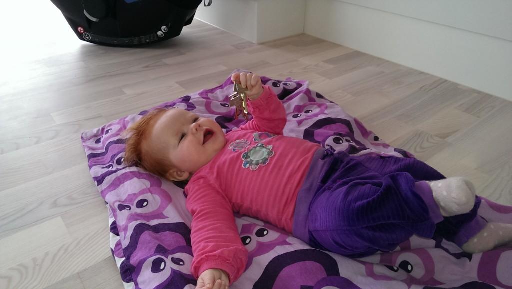 Vibe få minutter efter hun fik overdraget nøglerne til huset - glad tøs! :)