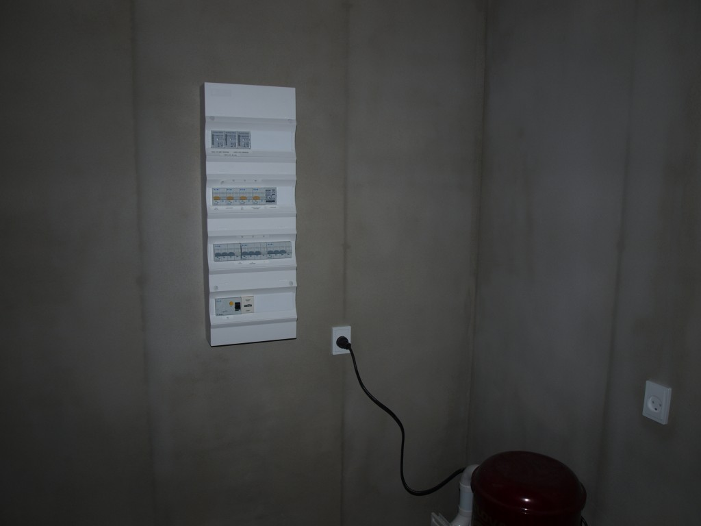 Elektrikerens fine tavle med plads til lidt ekstra Zensehome moduler senere